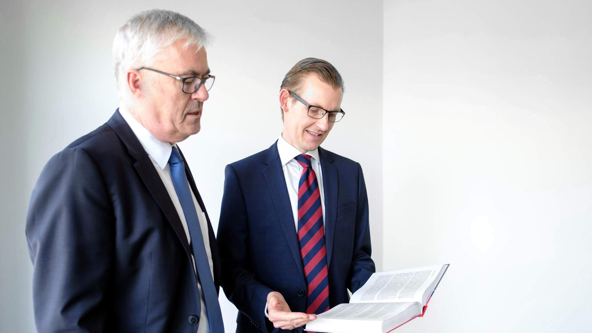Diskussion in der Kanzlei Flügel Preissner Schober Seidel in München